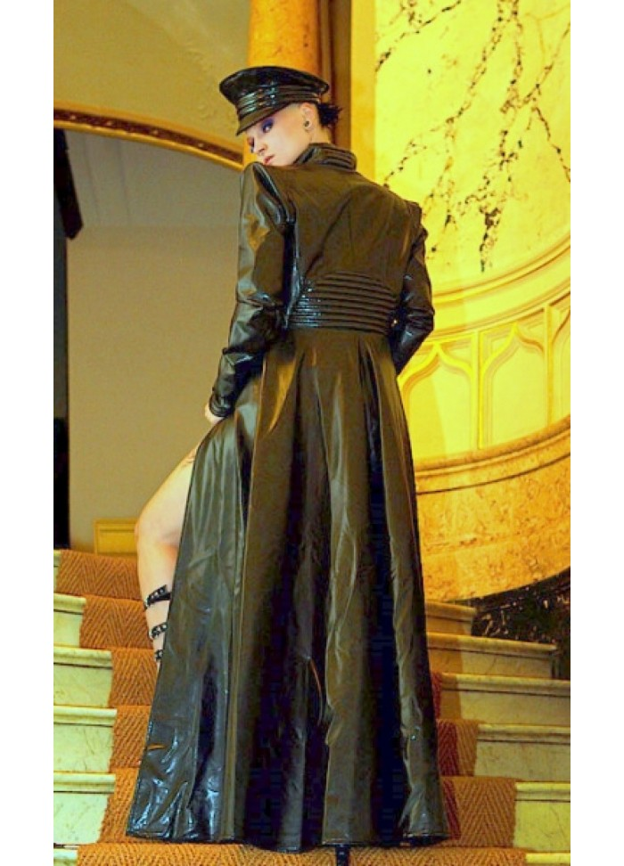 Manteau en vinyl noir création Tatjana Warnecke